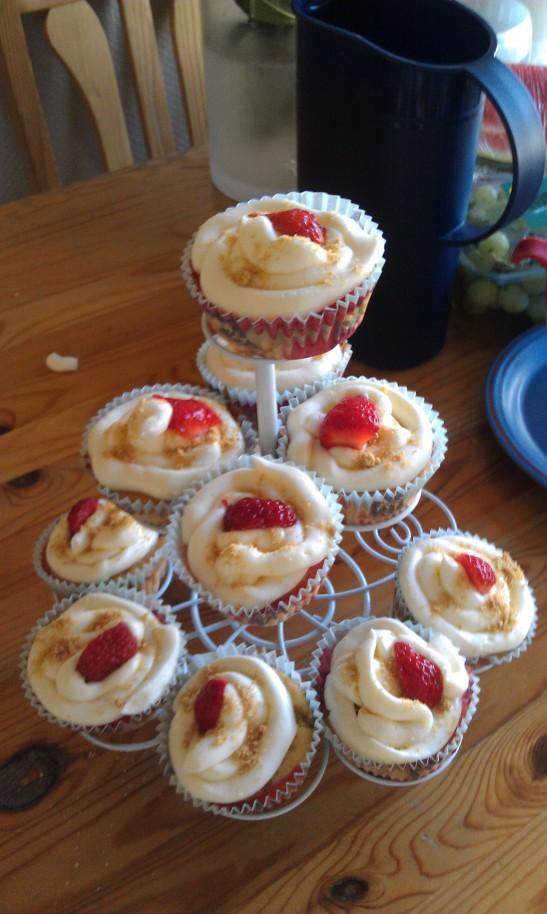 Eller hva med cup cakes av høstens jordbær? - det fins høstjordbær, ikke sant?