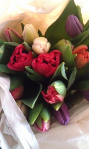 - blomster på døra, det er omtanke, det! -