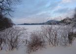 Nyte utsikten til vinterlandskapet før du stenges inne